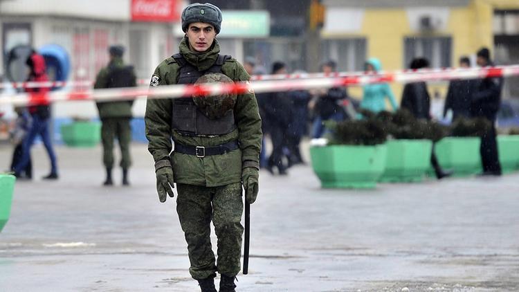 Собчак рассказала, что в правительстве идёт ожесточенная борьба. Силовики уговаривают президента ввести ЧП из-за коронавируса