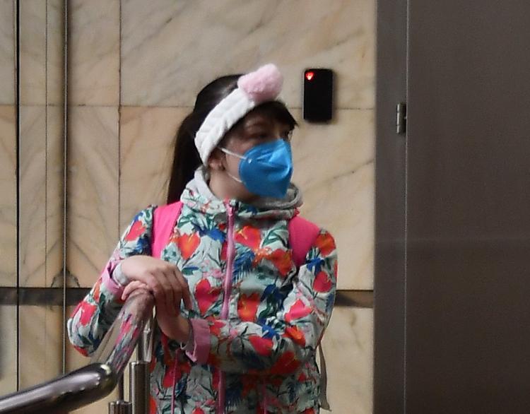Более 400 человек с повышенной температурой   выявлены  при входе в метро