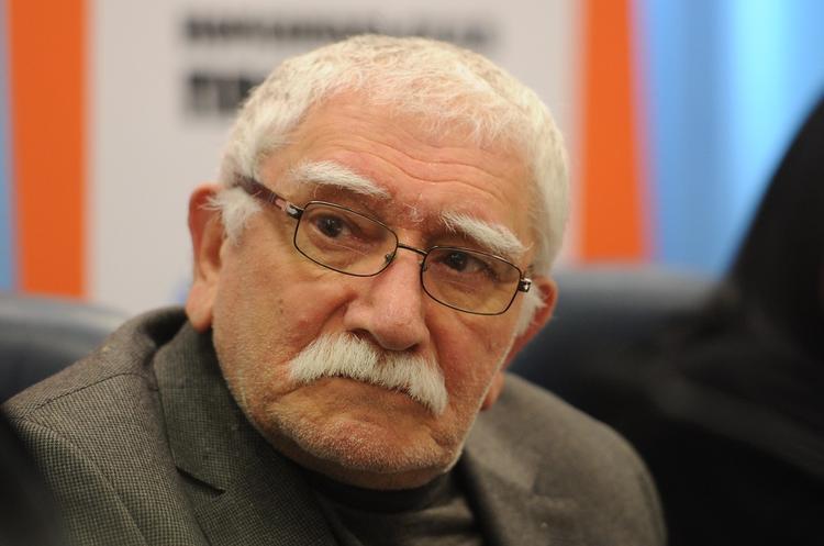 «Соблюдает карантин»: друг Армена Джигарханяна рассказал о его самочувствии