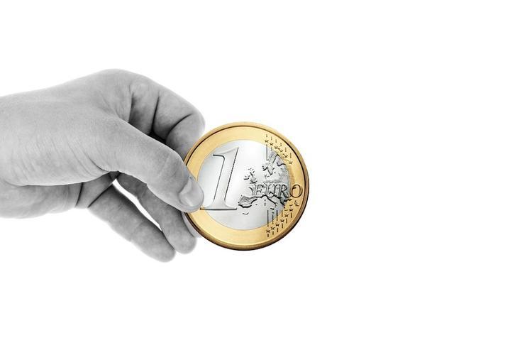 Курс евро поднялся выше 89 рублей