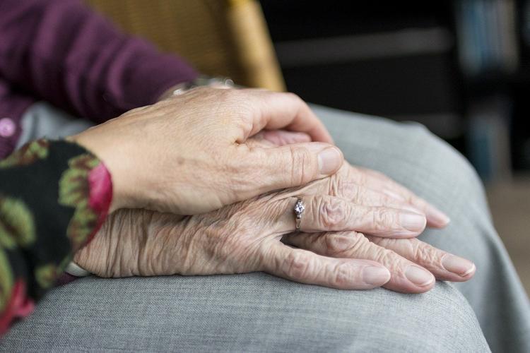 Антисептик сильно сушит кожу рук. Что с этим делать