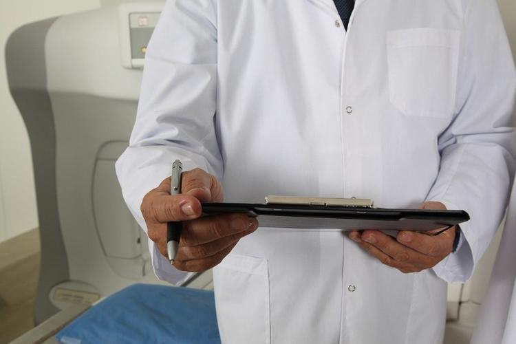 В больницу в Коммунарке за сутки поступило 28 пациентов и 62 - выписали