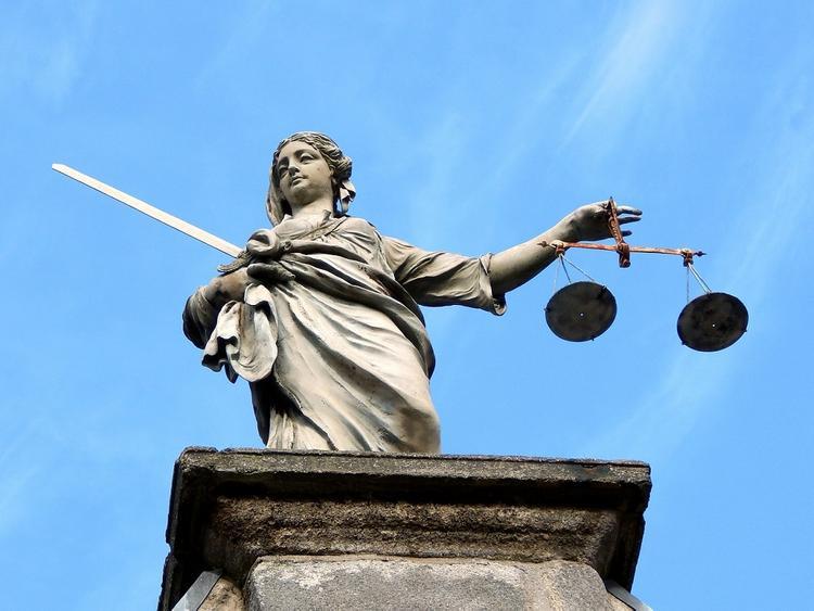 Правозащитник прокомментировал решение ужесточить наказание за нарушение карантина