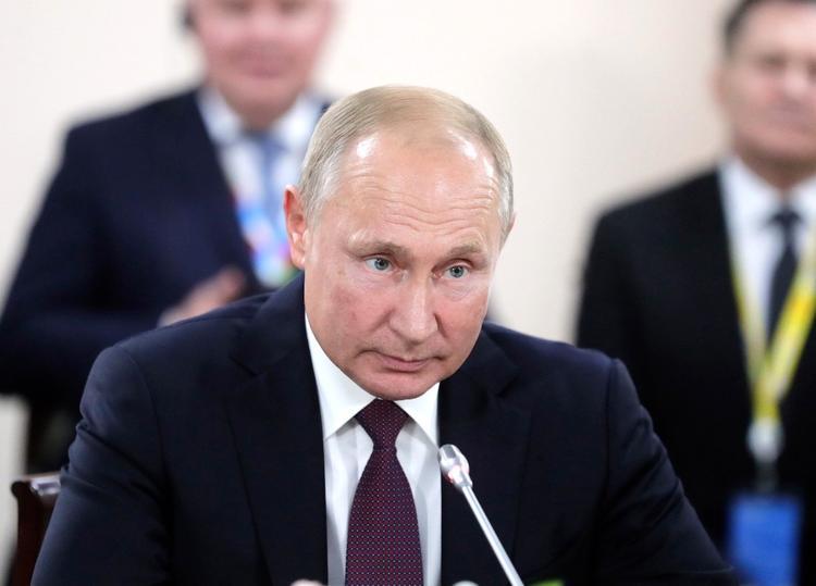 Крымчане, ссылаясь на указ Путина, отказываются выходить на рабочие места.  Работодатели недовольны