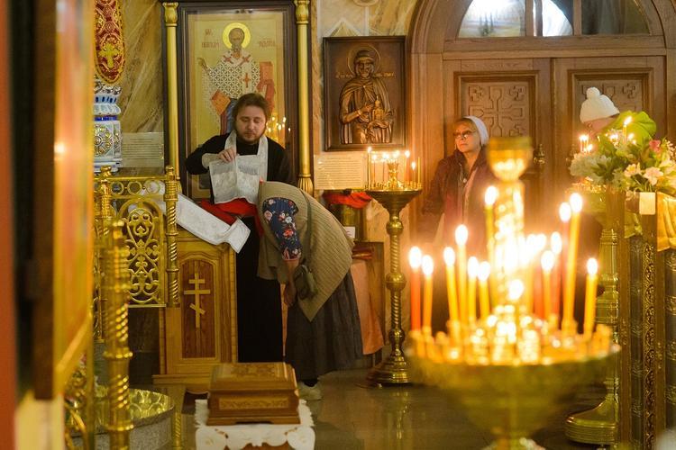 В РПЦ призвали готовиться к ограничению пасхальных служений трансляциями по ТВ