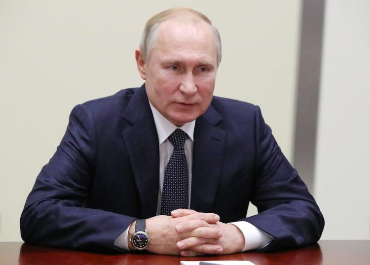 Путин подписал закон о кредитных каникулах из-за COVID-19