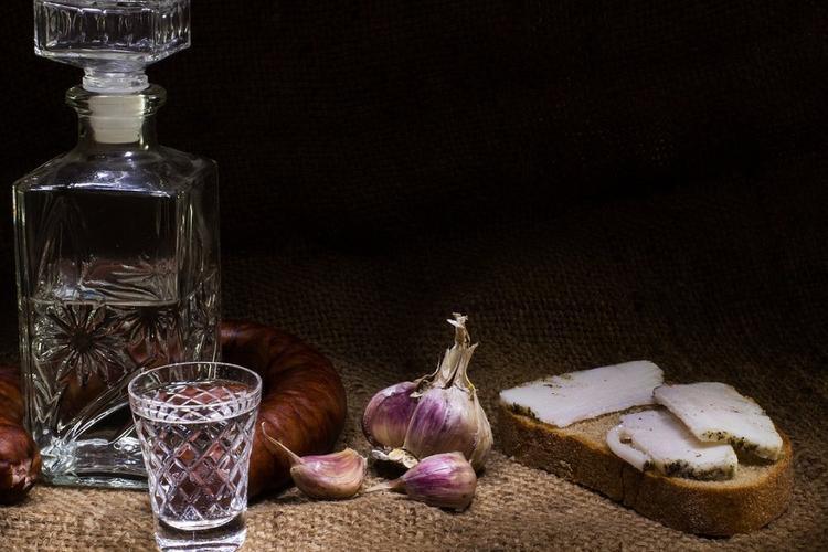 Главный нарколог Минздрава предложил ограничить продажу крепкого алкоголя