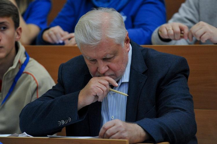 Миронов призвал губернаторов или начать работать, или уйти в отставку