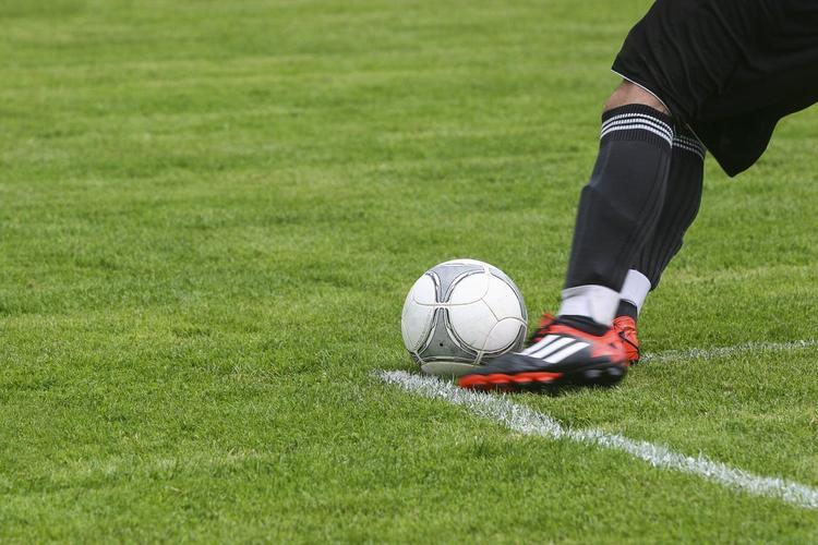 Футболистам  «Зенита» урезали зарплаты  в два раза