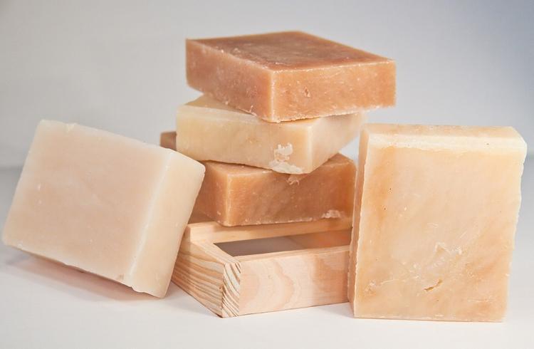 Доктор Комаровский объяснил, следует ли бояться бактерий, остающихся на мыле