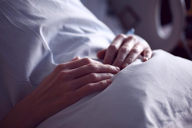 В Барнауле женщина с коронавирусом находится в реанимации в тяжелом состоянии