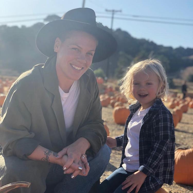 Pink сообщила о том, что переболела коронавирусом вместе с трехлетним сыном Джейсоном