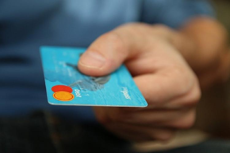 Жители ЮФО и СКФО стали активнее пользоваться банковскими картами