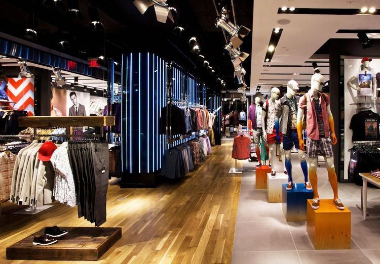Из-за карантина продавцы одежды сами остались без штанов