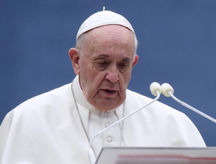Папа Римский помолился за людей, наживающихся на COVID-19
