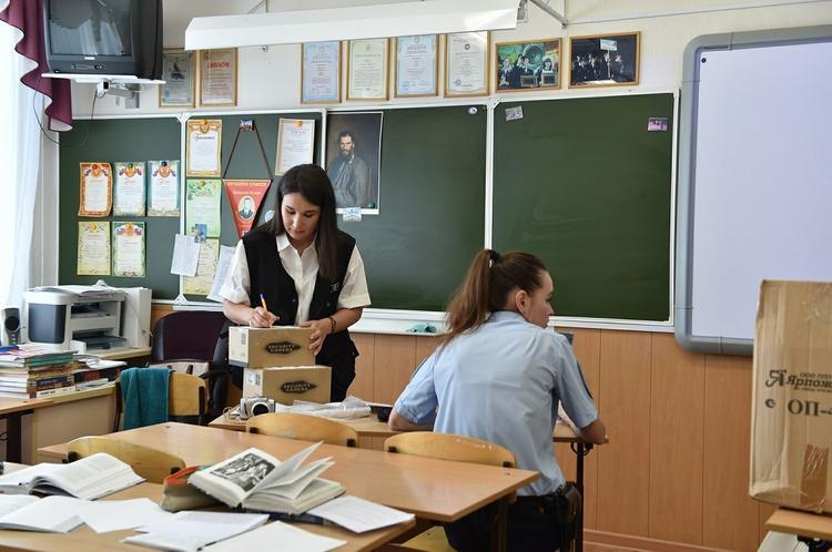 Регионам разрешено вернуть школы к очному обучению