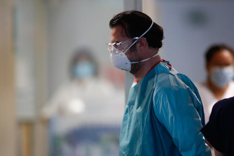 Жертв коронавируса в домах престарелых в Мадриде может быть в несколько раз больше
