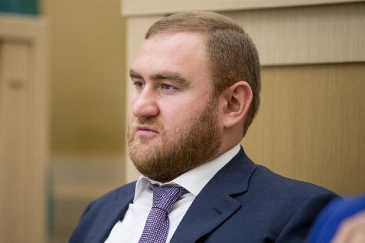 Бывшему члену Совета Федерации  Рауфу Арашукову предъявили окончательное обвинение