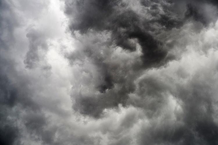 В Омской области из-за урагана введен режим ЧС