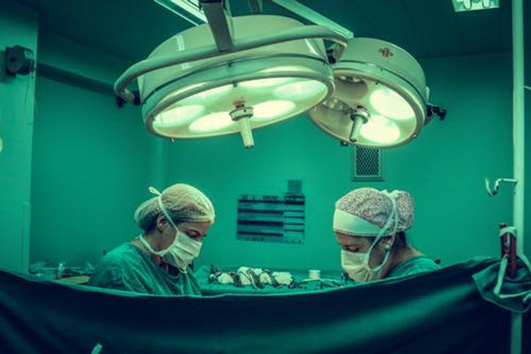 Медсестра из Нью-Йорка  рассказала, о работе в палате интенсивной терапии: От коронавируса умирает много молодых людей