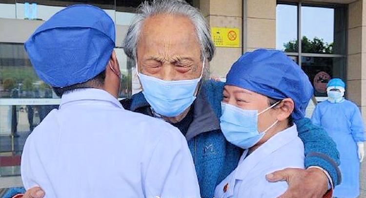 «Умирающий старик в последний раз смотрит на солнце», трогательная история выздоровления от коронавируса облетела Сеть