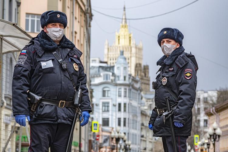 Число случаев заражения коронавирусом COVID-19 достигло в России почти 12 тысяч