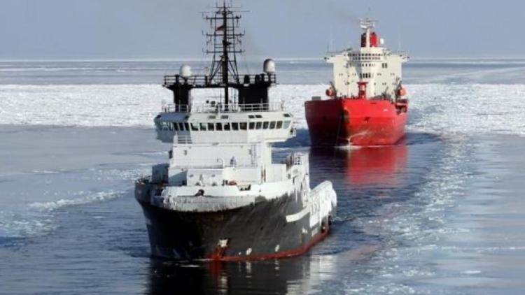 Два российских атомных ледокола провели сложнейшую операцию по спасению танкера из ледового плена