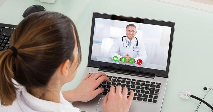 В России запущен сервис, позволяющий получить бесплатную консультацию у врачей не выходя из дома