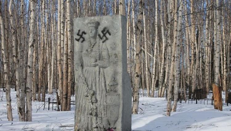 В республике Коми осквернен памятник погибшим от репрессий латышам