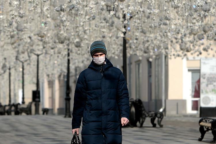 Биотехнолог назвал сроки окончания пандемии в России
