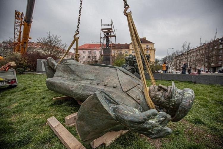 РПЦ решила отомстить. Сановники предлагают снести в России монументы чешским деятелям в ответ на демонтаж памятника Коневу в Праге