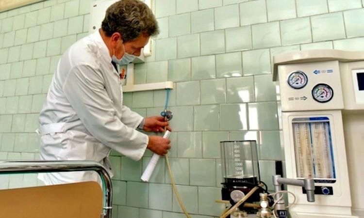 В Симферопольскую больницу везут из Франции кислородный концентратор для больных коронавирусом