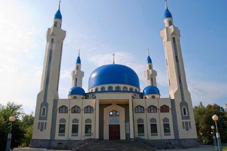 В мечетях Адыгеи и Краснодарского края продлены ограничительные меры
