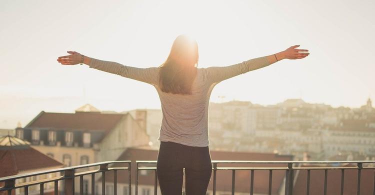 Ученый рассказал, что делать для поддержания хорошего настроения в условиях самоизоляции