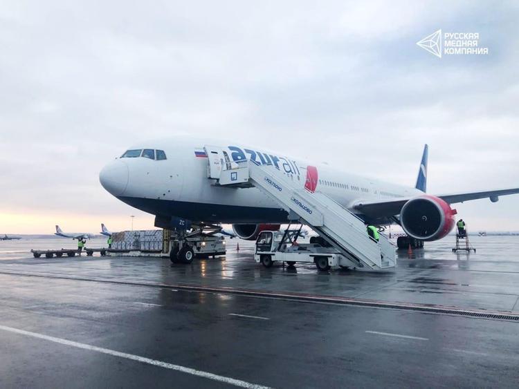 На Урал прибыл гуманитарный рейс со средствами защиты для медиков