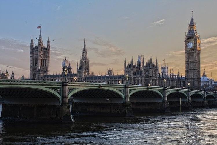 Количество жертв COVID-19 в Великобритании превысило 27,5 тысячи