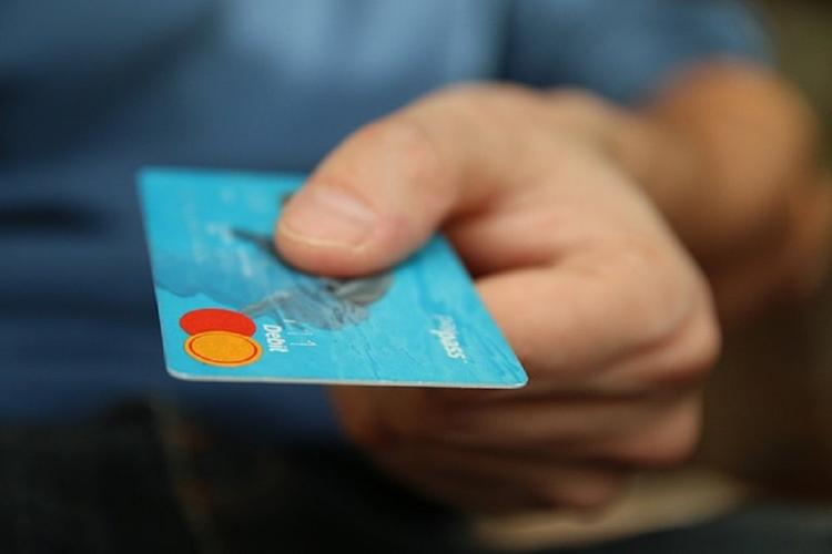 Кражи с банковских карт могут вырасти втрое из-за удаленной работы