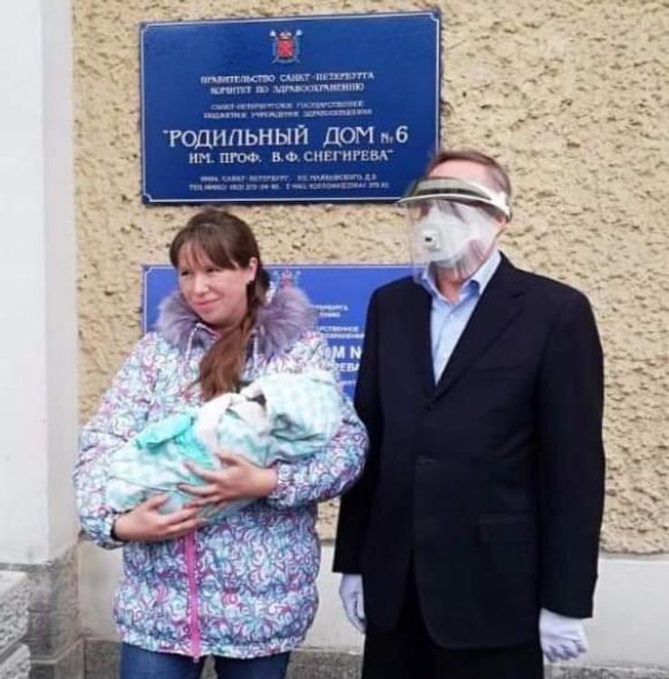 Губернатор Петербурга Александр Беглов «прямо отец года после апокалипсиса», смеются пользователи Сети