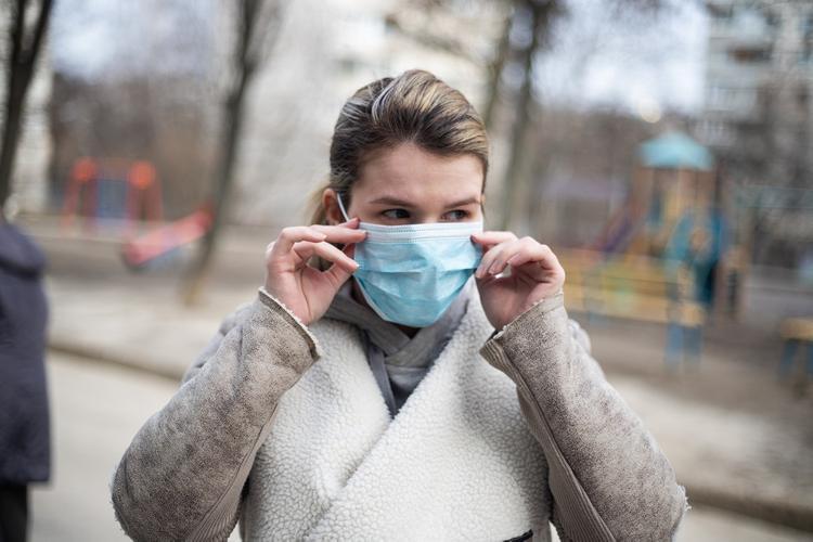 В Дептрансе назвали цену масок в московском метро