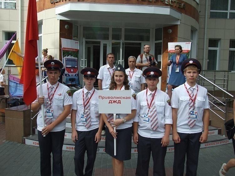 Воспитанники Приволжской детской железной дороги поздравляют ветеранов