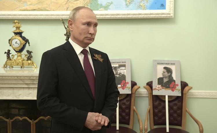 Путин дал поручения  правительству по  борьбе с коронавирусом  и восстановлению экономики