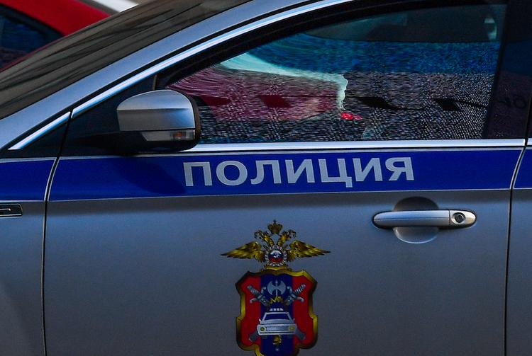 Злоумышленник на украденной машине сбил в Москве полицейского