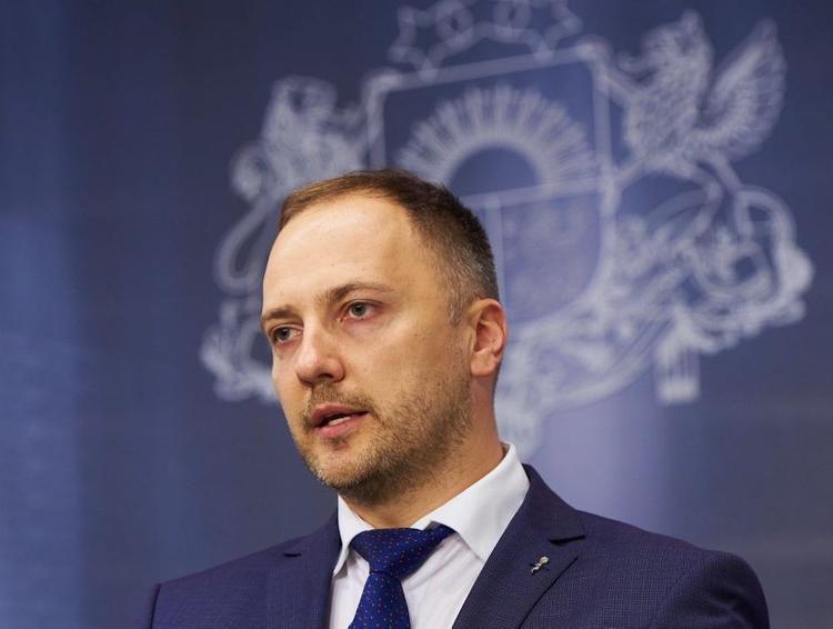 Глава МВД Латвии: Разгонять людей газом и овчарками мы не будем