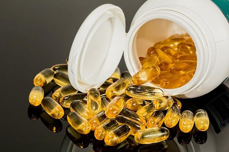 Комаровский объяснил, помогают ли витамины в профилактике коронавируса