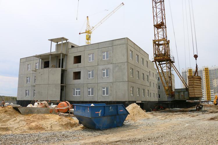 В Челябинске строят школу-гигант и огромный детсад