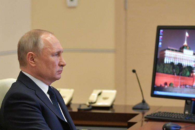 Владимир Путин, обсуждая строительство медцентров, потребовал зачистить «всякие СНиПы-хрипы»