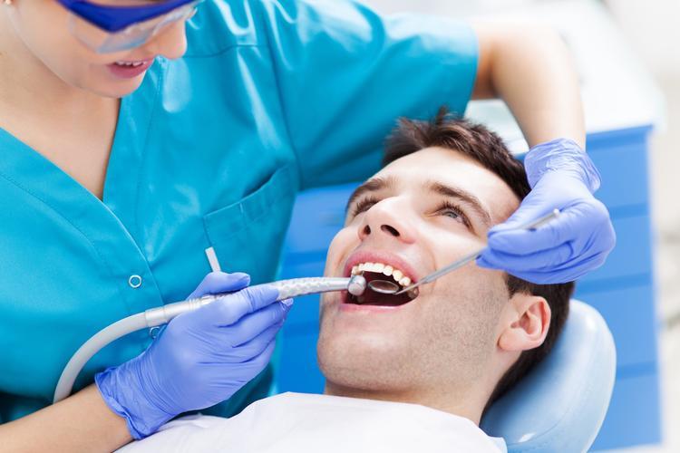 Почему услуги стоматолога так дорого стоят и как сэкономить