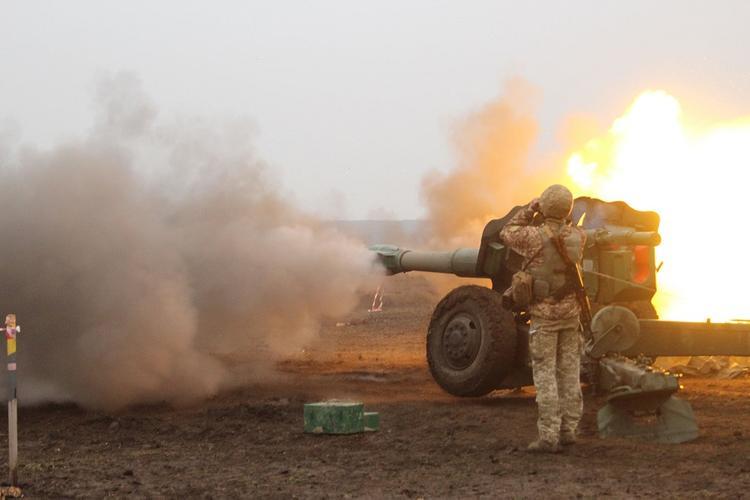 Военные ВСУ выложили снятое с воздуха видео ударов по грузовику ополченцев ДНР