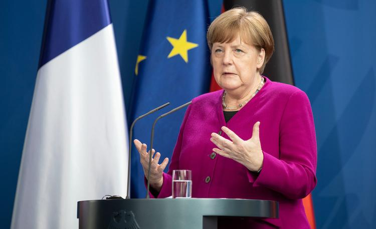 Ангела Меркель боится назло Москве отморозить себе уши