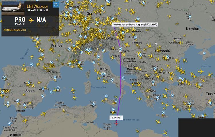 В воюющую Ливию прилетел подозрительный самолёт